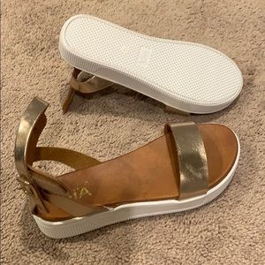 Mia Leather gold - brown sandals